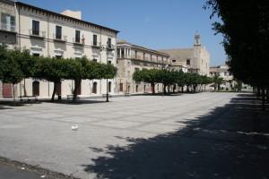 Favara, Piazza Cavour e Castello Chiaramonte