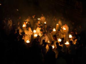 """Offerta dei ceri dai devoti catanesi, portatori del """"sacco"""" (abito votivo)"""
