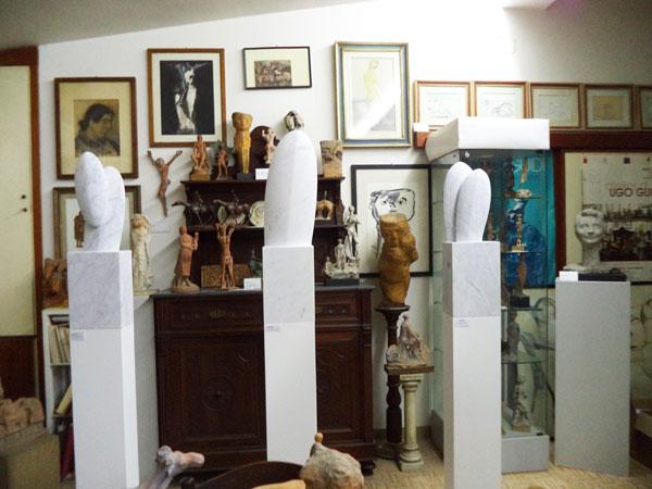 Opere del Museo Ugo Guidi insieme a opere di Nicolas Bertoux e Cynthia Sah