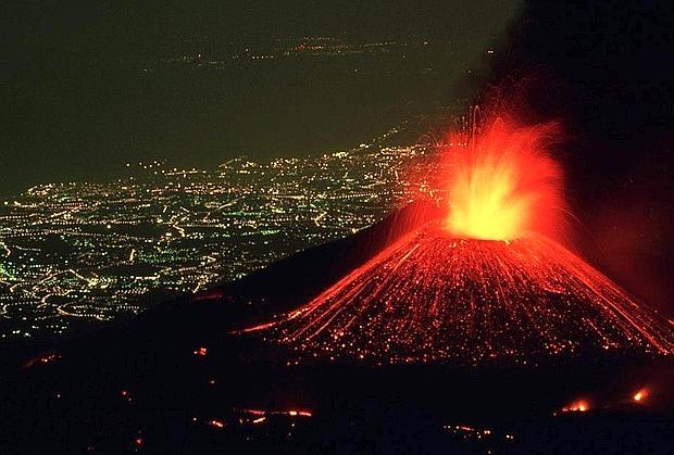 Etna in eruzione (corrieredelmezzogiorno.corriere.it)