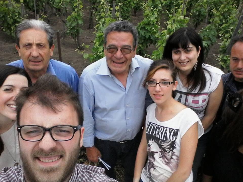 Da sinistra, in senso orario Alessia, il signor Saro, Nino, io, Orazio, Arianna e Sebastiano Licciardello