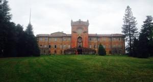 immagine con facciata del castello